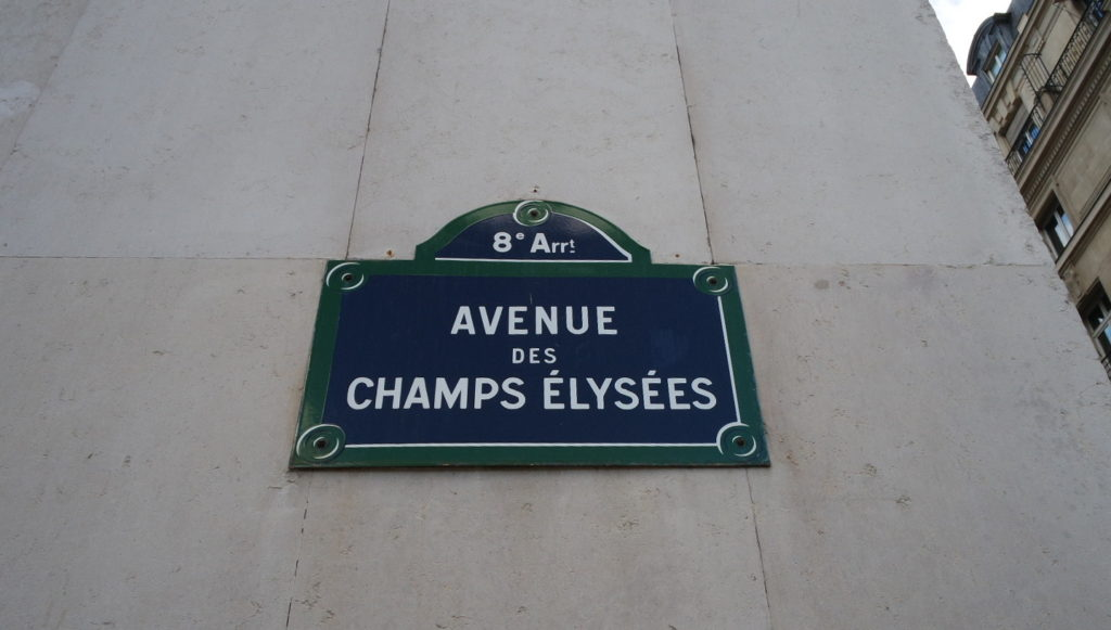 Placa com o nome avenue champs elysees