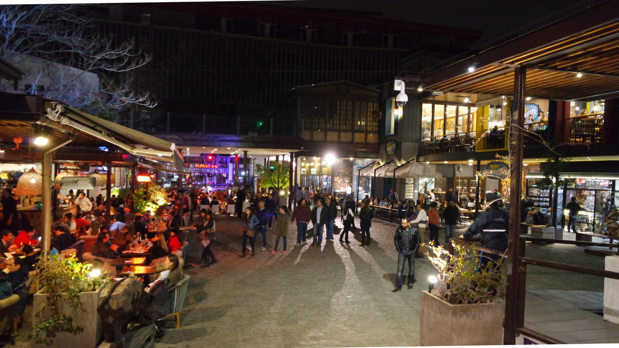 patio bellavista à noite: complexo de restaurantes em santiago do chile