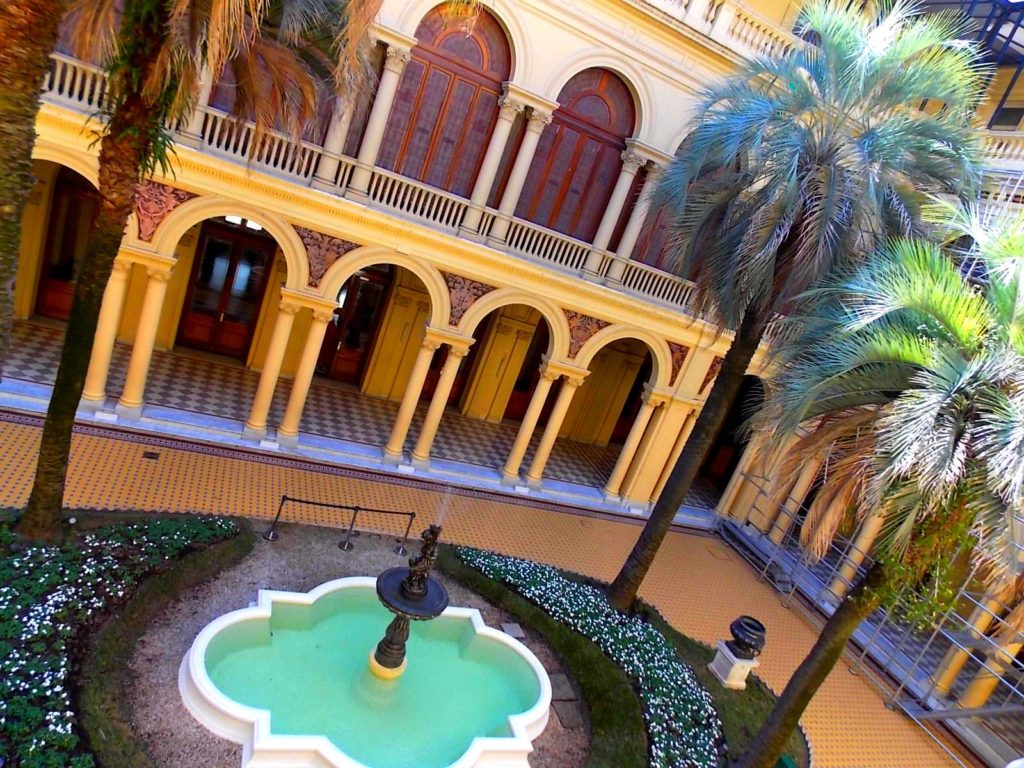 patio-interior-casa-rosada