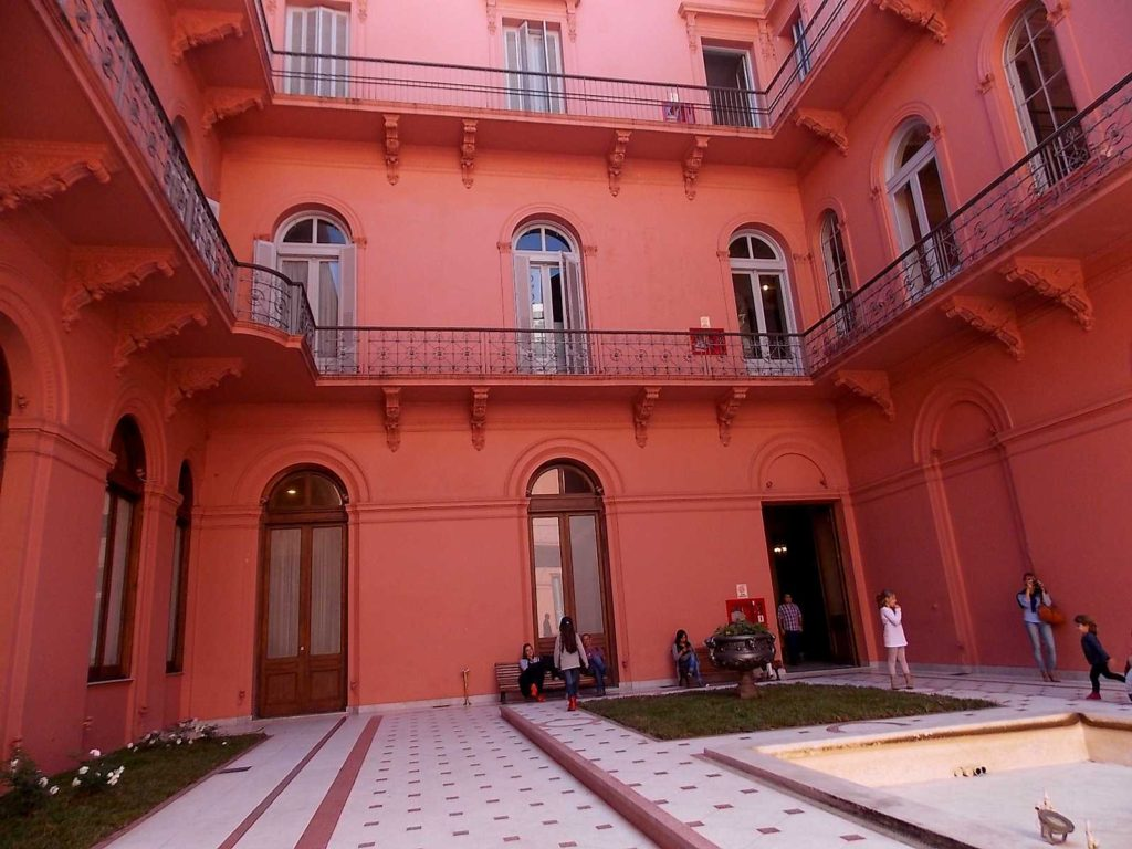patio-interno-casa-rosada