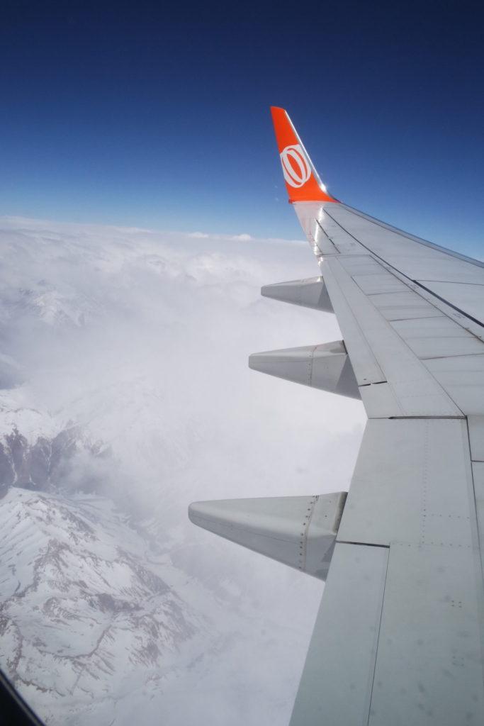 Avião sobrevoando a Cordilheira dos Andres