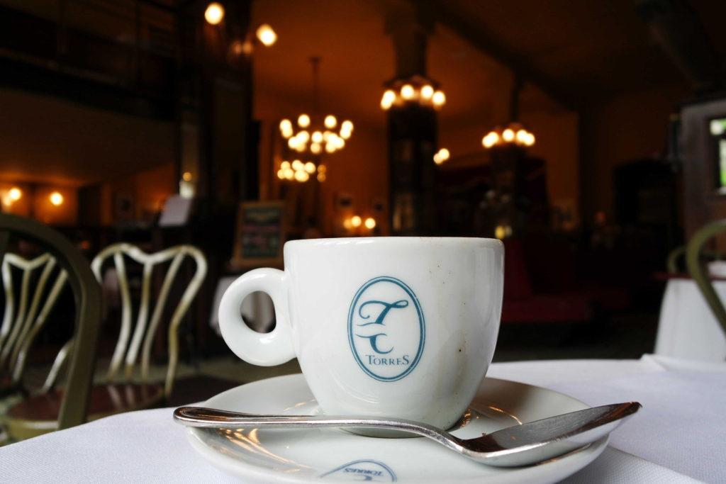 Cafezinho na confiteria torres