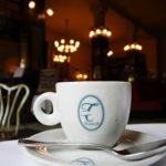 Um café na Confiteria Torres, em Santiago do Chile