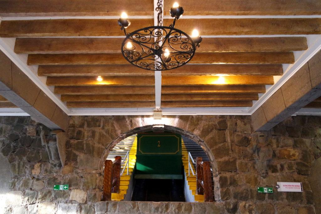 Funicular inciando a subida no Cerro San Cristobal