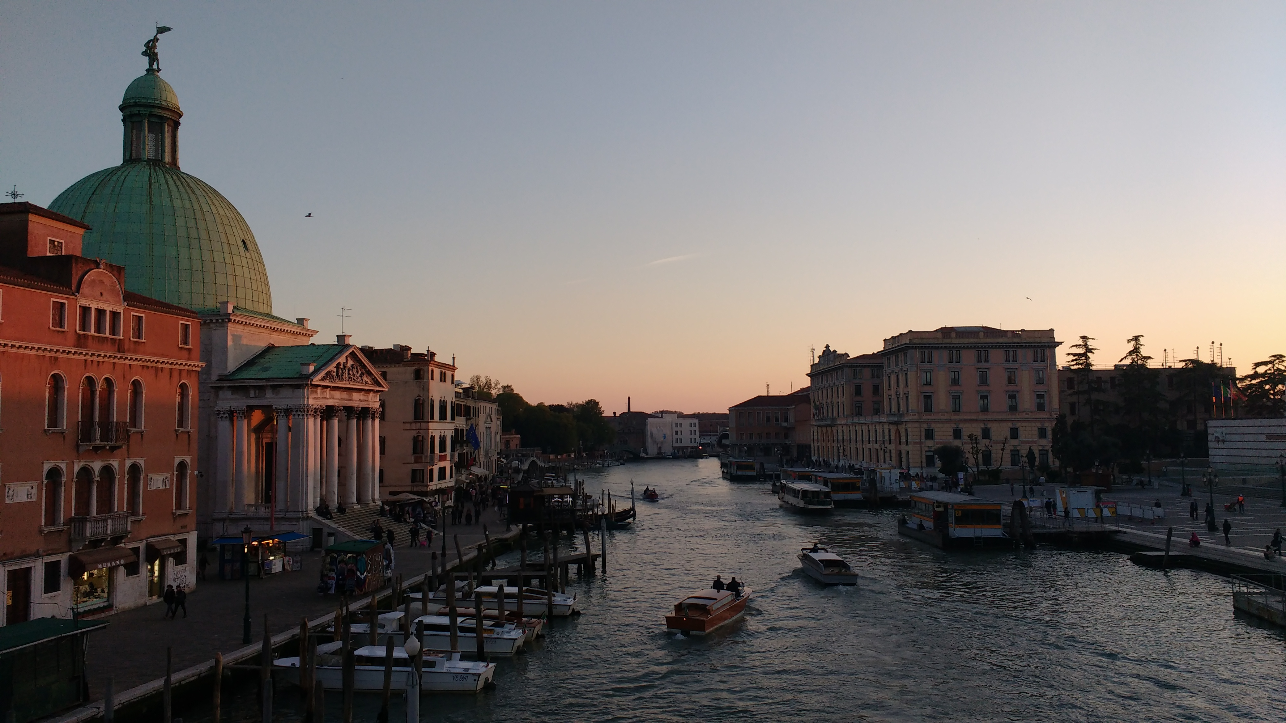 Vista do Grande Canal de Veneza, ao entardecer