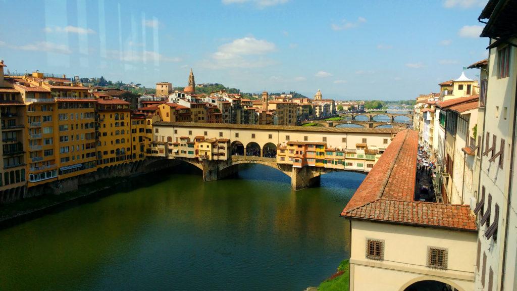 Vista linda para o Arno e a Ponte Vecchio