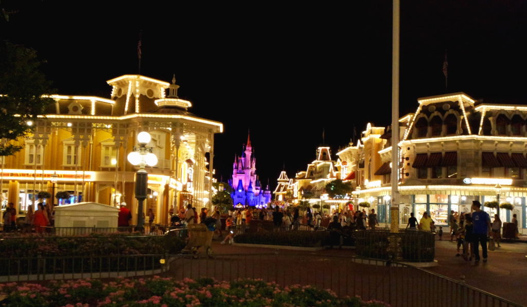 Magic Kingdom iluminado à noite
