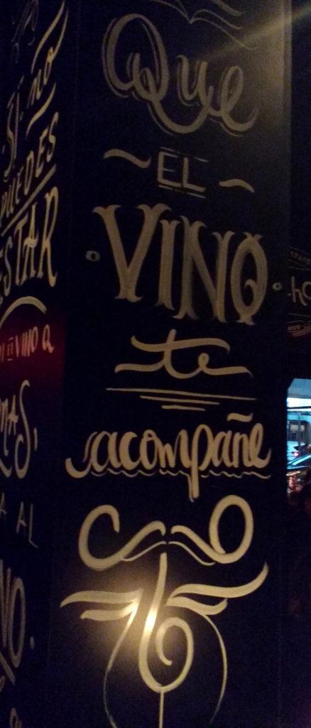 """paredes do sancho escritas """"que el vino te acompañe"""""""