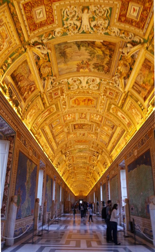 tetos dourados dos museus vaticanos