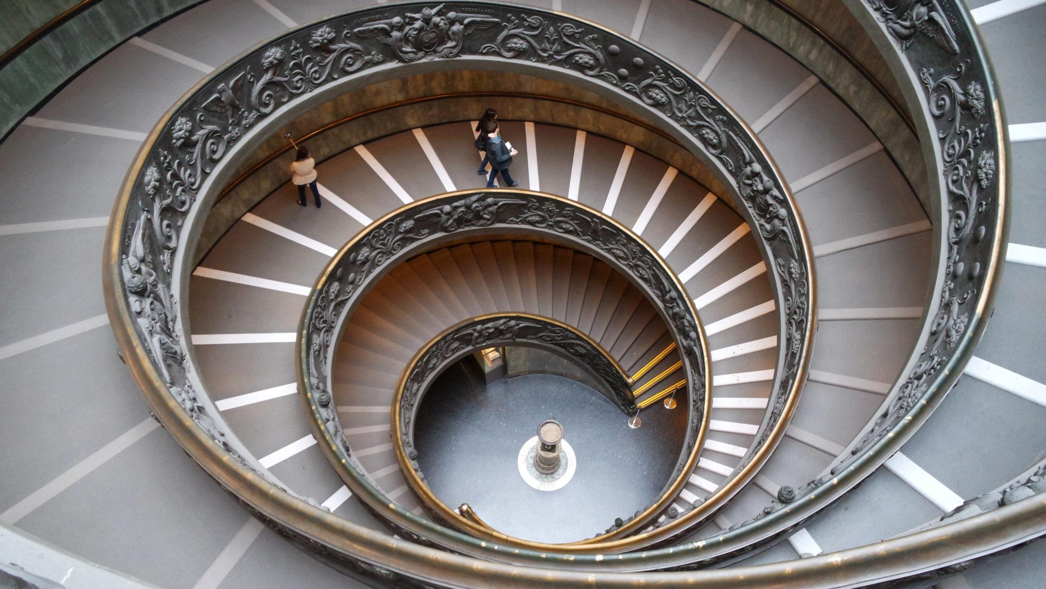 A famosa escada espiral dos museus vaticanos