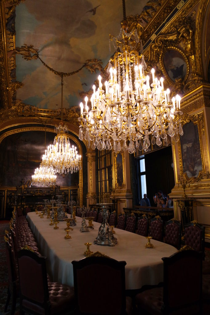 Suntuosa sala de jantar dos apartamentos de Napoleão