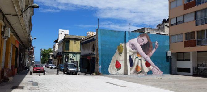 Andando por Ciudad Vieja em Montevidéu