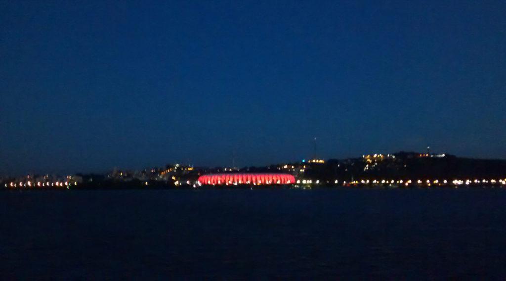 Estádio Beira Rio iluminado