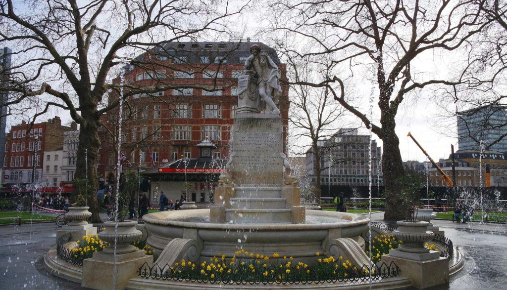 Estátua em homenagem a Shakespeare