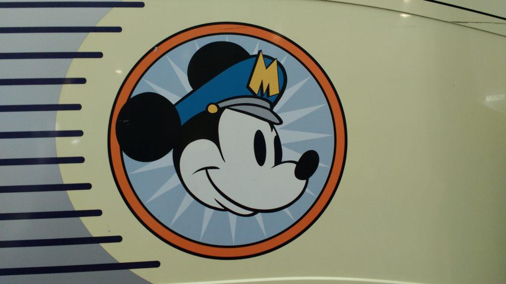 Símbolo do Disney's Magical Express, ônibus que faz o traslado hotel aeroporto gratuitamente para os hóspedes dos resorts Disney
