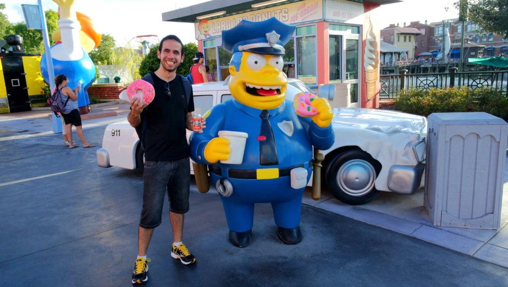 Um donuts gigante, uma cerveja no Bar do Moe, você escolhe!