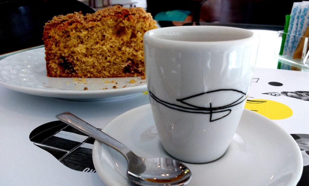 Café expresso e torta muffin amora Mon Café