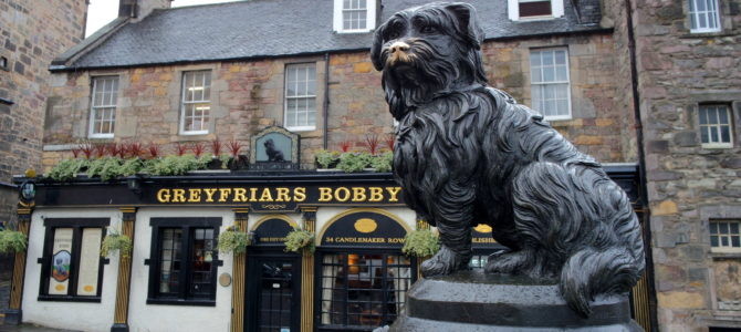 O que fazer em Edimburgo: conheça a história do cachorrinho Greyfriars Bobby