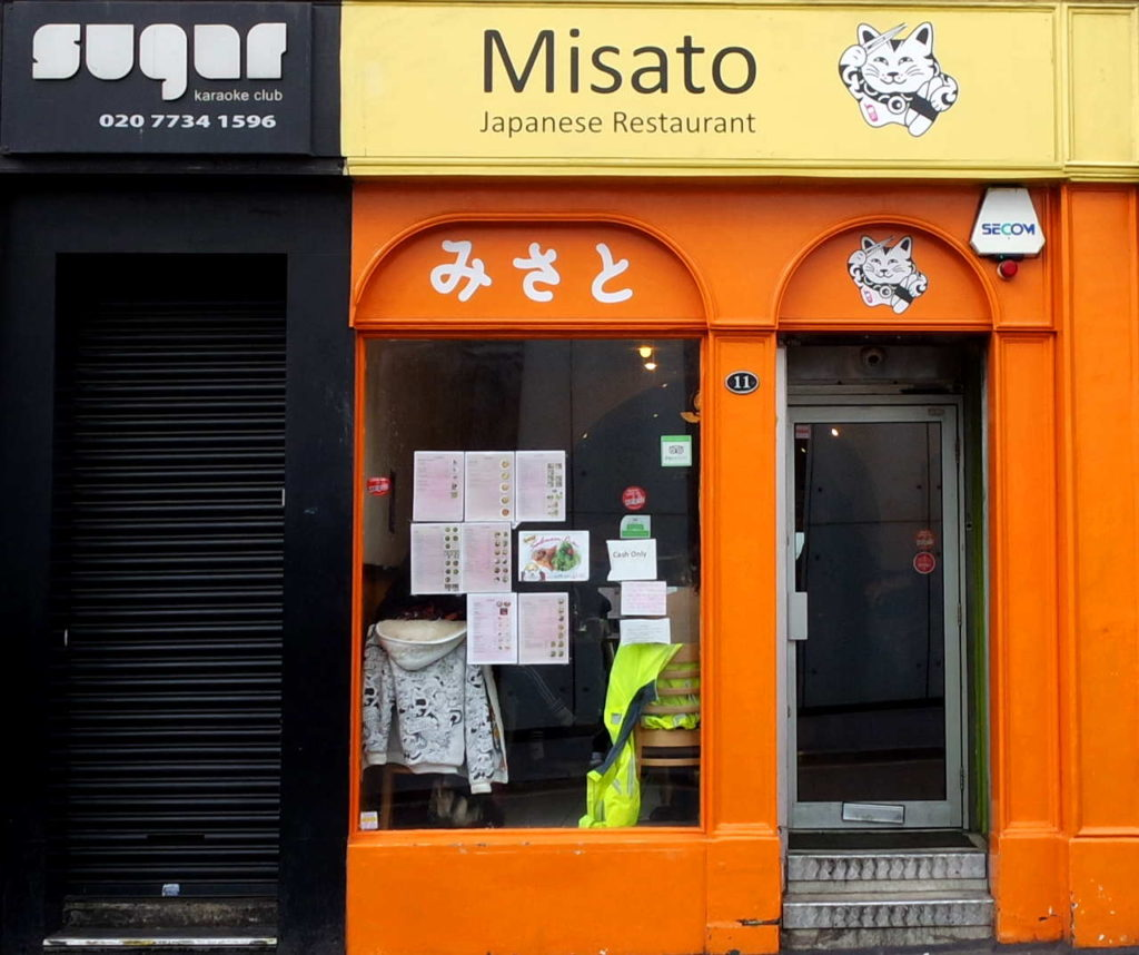 Fachada simples do Misato