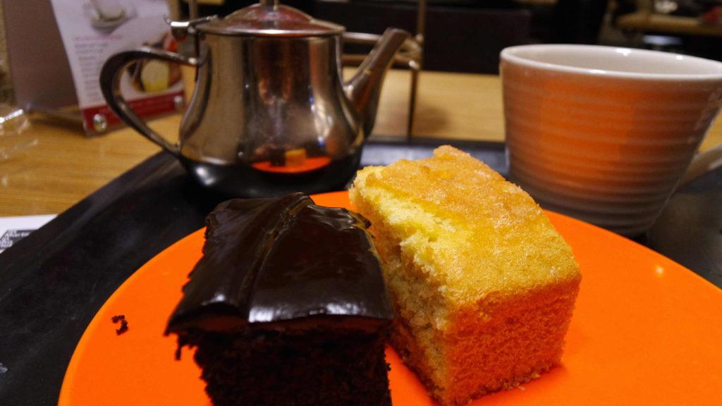 Bolos de chocolate e de laranja
