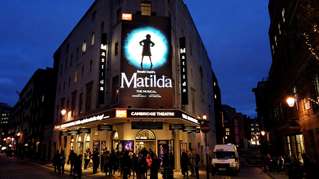 Cambridge Theatre, onde rola o ótimo musical Matilda