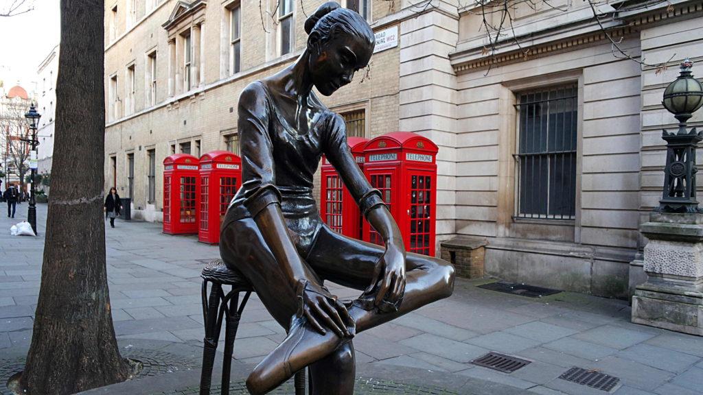 A bela estátua da Bailarina de Convent Garden