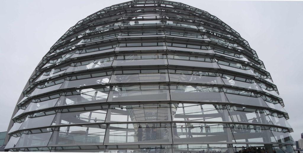 Cúpula futurística do Parlamento Alemão