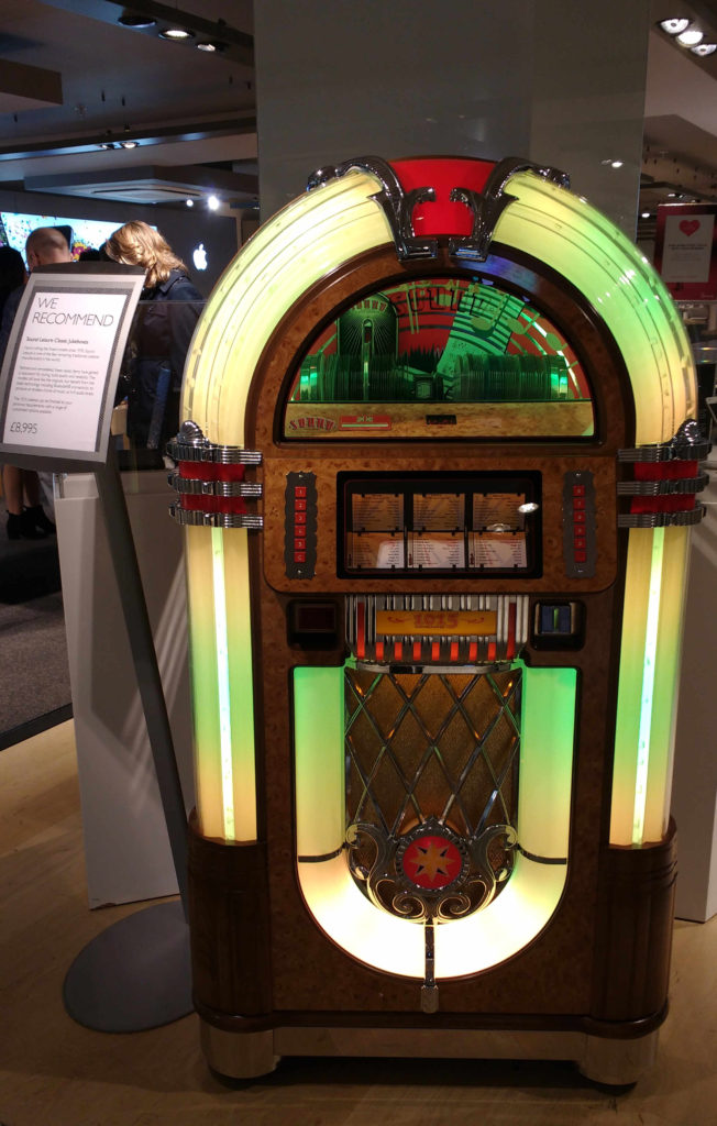 Jukebox legal a 8.995 libras. Uns 40 mil reais.