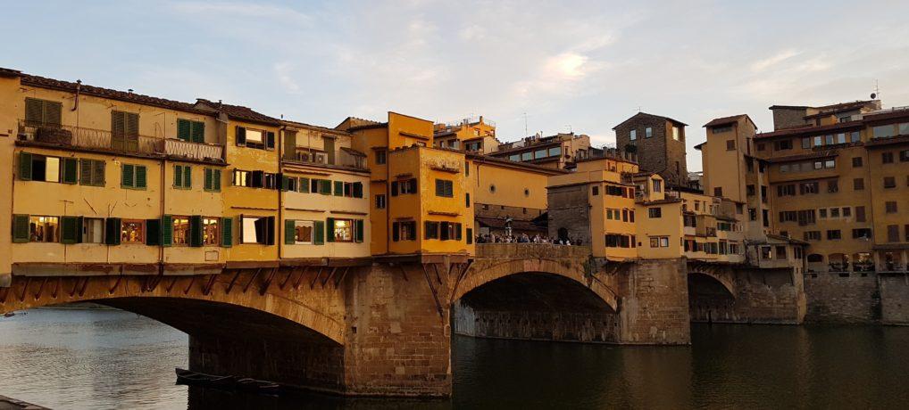 A história e os detalhes da Ponte Vecchio de Florença