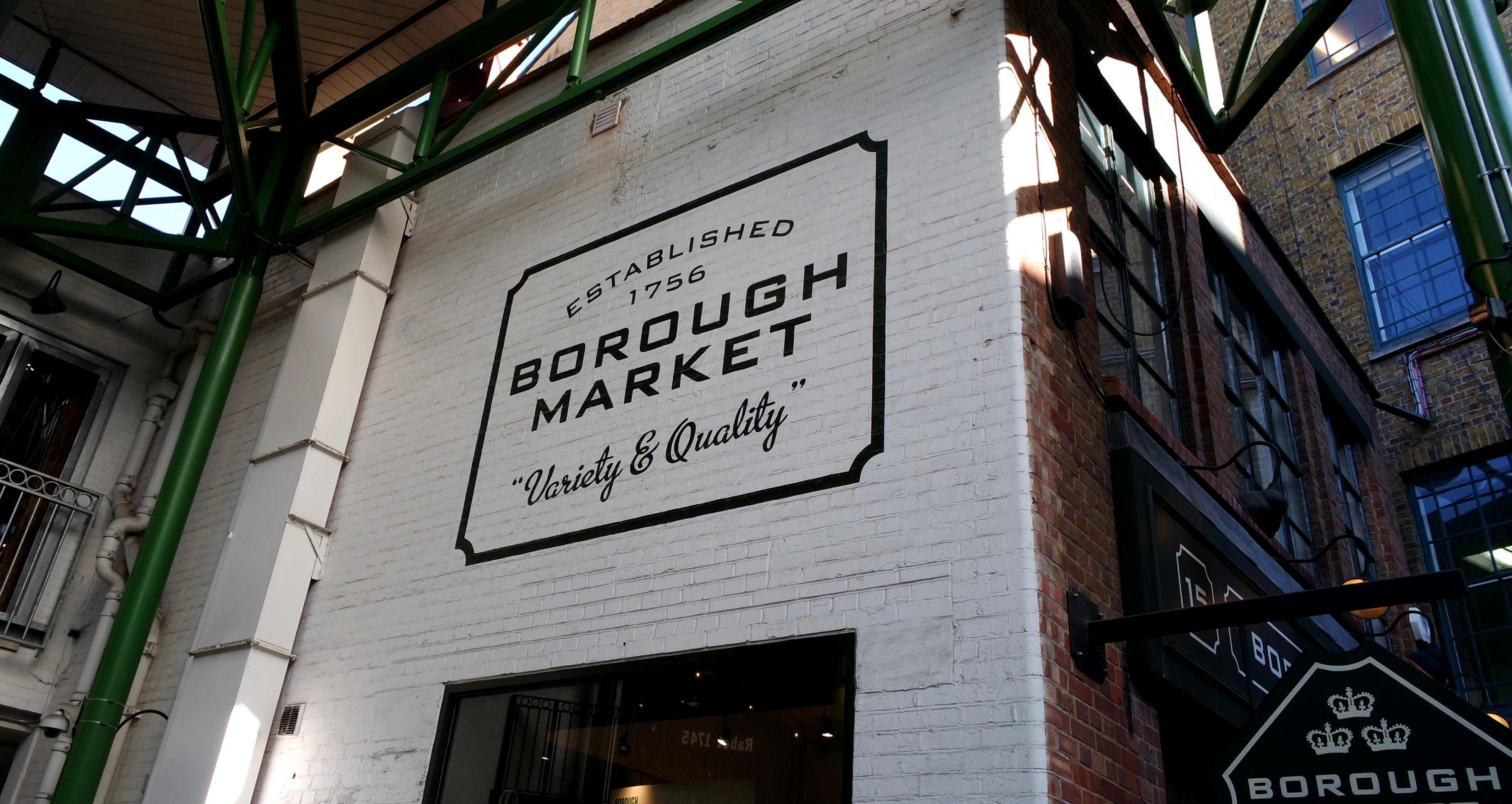 """O """"established 1756"""" se refere apenas ao Borough Market mais ou menos como ele é hoje. Na verdade, um mercado de rua já existe na região há mais de mil anos!"""