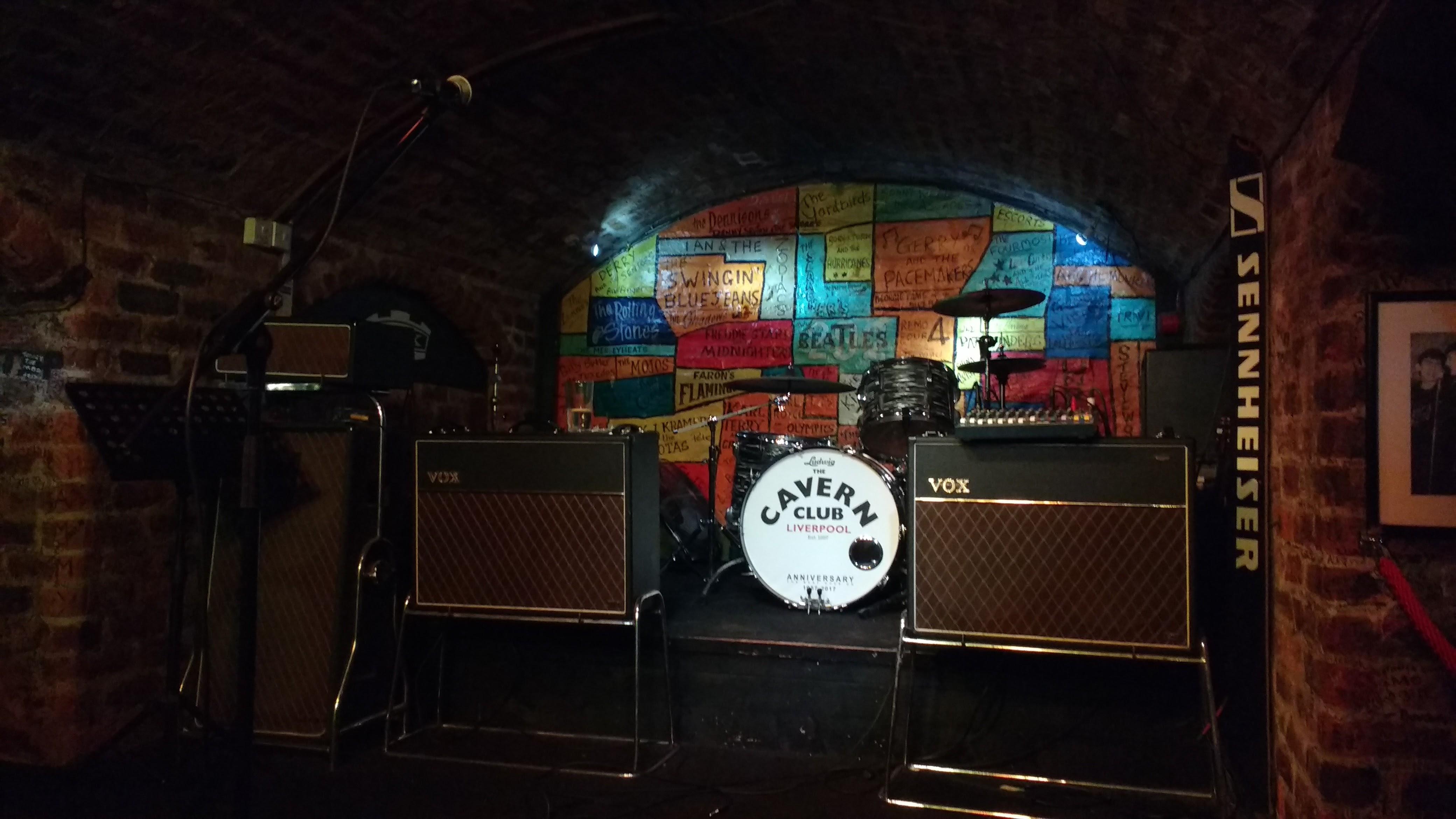 O palco do Cavern Club, onde os Beatles tocaram 292 vezes