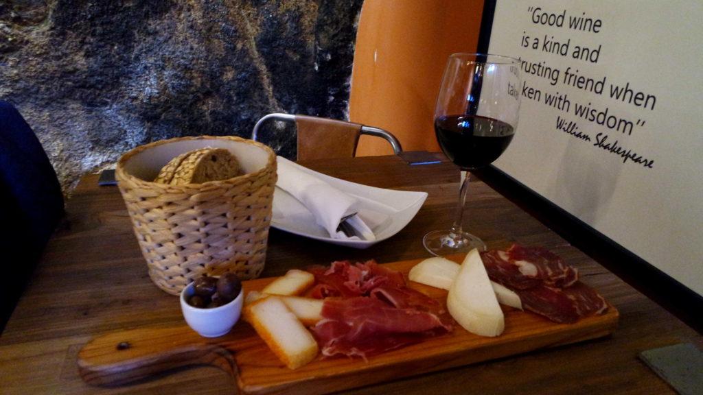 Onde comer em Sintra, tábua de queijos e vinho