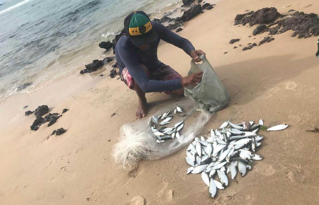 Pescador na Praia do Amor, em Pipa