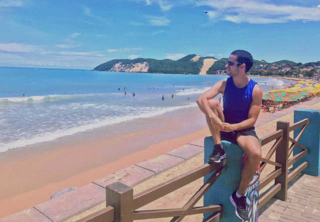 Praia de Ponta Negra e Morro do Careca, ao fundo, em Natal RN