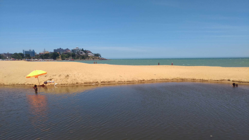 Praia de Areia Preta, em Iriri
