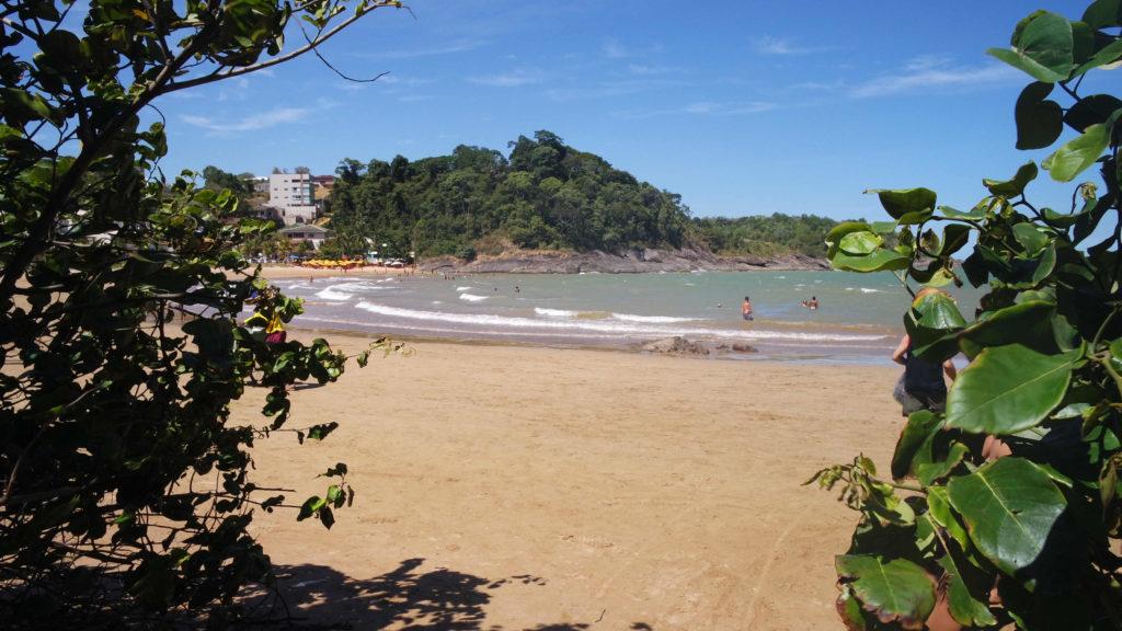Praia dos Namorados, no Balneário de Iriri