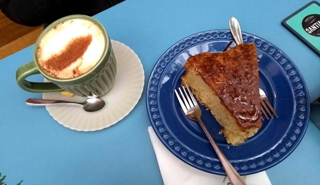 O delicioso bolo de pêra da Sanatiago padaria artesanal