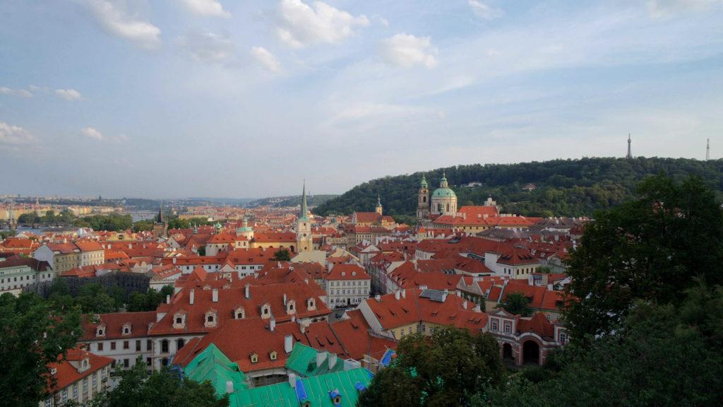 Telhadinhos vistos do bairro do Castelo de Praga