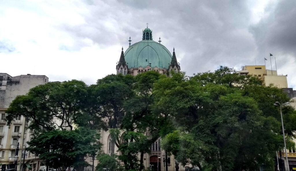 No segundo andar, as janelas têm vista para a cúpula da Catedral da Sé