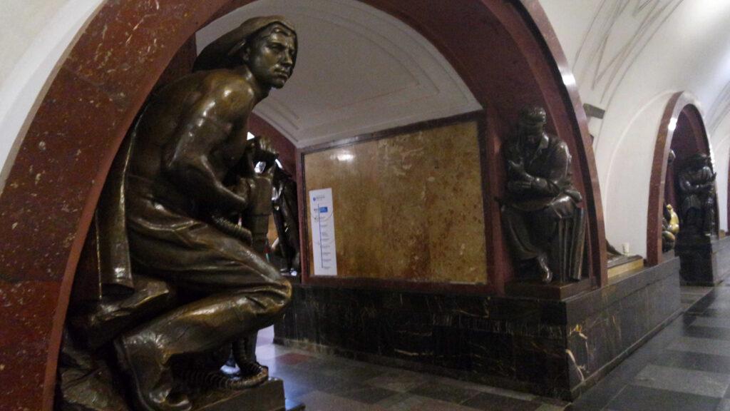 Estação Ploshchad Revolyutsii